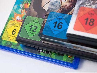 Die Altersfreigaben der Unterhaltungssoftware Selbstkontrolle (USK) auf den Hüllen von Computer- und Konsolenspielen geben Eltern Orientierung, ob ein Spiel für den Nachwuchs geeignet ist.