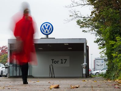 A woman arrives at gate 17 of the plant of German car maker Volkswagen (VW) in Wolfsburg, central Germany, on October 6, 2015. Several engineers at scandal-hit German automaker Volkswagen had admitted to installing the device in the company's cars aimed at cheating pollution tests. The global scam had wiped more than 40 percent off Volkswagen's market capitalisation and led chief executive Martin Winterkorn to resign.     AFP PHOTO / DPA / JULIAN STRATENSCHULTE   +++   GERMANY OUT   +++