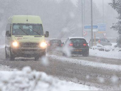 Les routes luxembourgeoises sous la neige à Senningerberg , Luxembourg, le 24 Janvier 2015