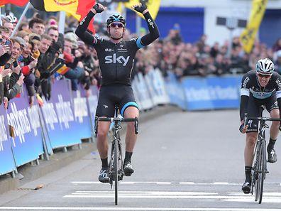 Ian Stannard (Sky) gewinnt 70. Omloop Het Nieuwsblad- Foto: Serge Waldbillig