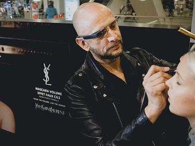 Smarte Beauty-Idee: YSL nutzt die innovative Google-Glass-Technologie für personalisierte Make-up-Tutorials.