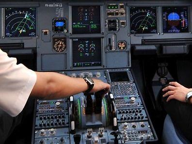 Erste Erkenntnisse lassen darauf schließen, dass das Flugzeug willentlich gegen die südfranzösischen Alpen gesteuert wurde.
