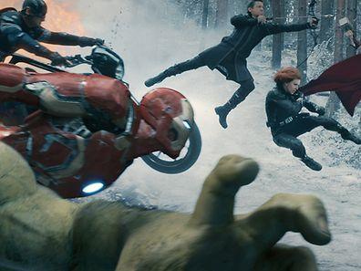 Marvel's Avengers: Age Of UltronL to R: Hulk (Mark Ruffalo), Captain America (Chris Evans), Iron Man (Robert Downey Jr.), Hawkeye (Jeremy Renner), Black Widow (Scarlett Johansson), and Thor (Chris Hemsworth)Ph: Film Frame©Marvel 2015