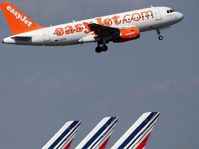 Besonders bei den Billig-Airlines ist der Gepäckaufschlag gängige Praxis.