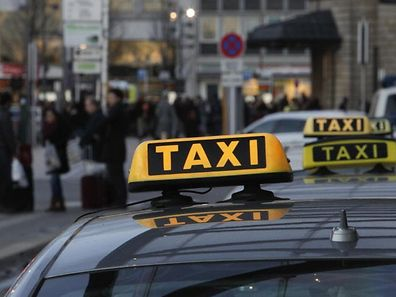 7.2. Taxi / Taxis / Taxistand / Gare Foto:Guy Jallay