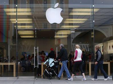 Apple a séduit les consommateurs et conquis de nouveaux clients, avec ses nouveaux iPhone 6 et 6 Plus, un élargissement de gamme lui permettant de rivaliser avec son principal concurrent, le sud-coréen Samsung, conviennent les analystes.