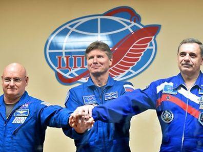 US-Astronaut Scott Kelly und die Kosmonauten Gennady Padalka und Michail Kornijenko. (v.l.n.r.)