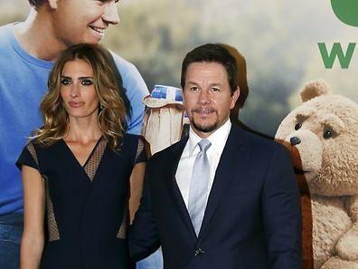 """Der Schauspieler an der Seite seiner Frau Rhea Durham bei der """"Ted 2""""-Premiere in New York."""