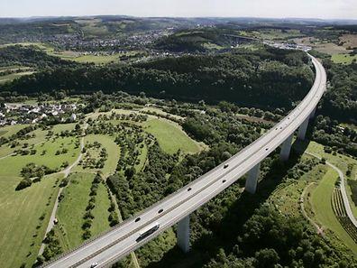 Die Sauertalbrücke ist die wichtigste Verkehrsachse zwischen Deutschland und Luxemburg.