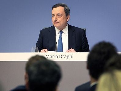 Mario Draghi, President of the European Central Bank, ECB addresses the media during a press conference following the meeting of the Governing Council in Frankfurt am Main, western Germany, on January 22, 2015. The European Central Bank will purchase 60 bn euros of bonds per month until end September 2016, Draghi announced. AFP PHOTO / DANIEL ROLAND