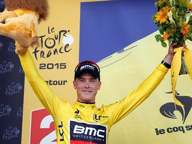 BMC Racing rider Rohan Dennis of Australia wears the race leader's yellow jersey on the podium after the 13.8 km (8.57 miles) individual time-trial first stage of the 102nd Tour de France cycling race in Utrecht, Netherlands, July 4, 2015. REUTERS/Eric Gaillard