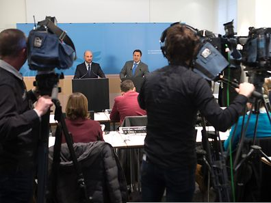 Prime Minister Xavier Bettel (r.) and Defence Minister Etienne Schneider at a press briefing on January 16