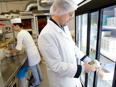 Die Lebensmittelkontrolleure im Einsatz. Foto:Gerry Huberty