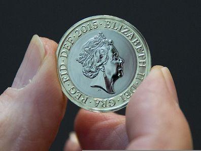Eine neue Zwei-Pfund-Münze mit dem Konterfei der Queen.