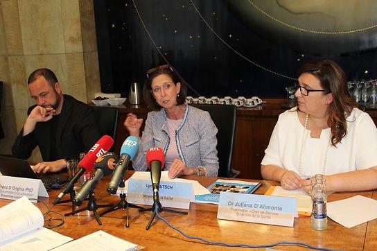 Le Dr Fränz D'Onghia du Centre d'information et de prévention, Lydia Mutsch, ministre de la Santé, et le Dr Juliana D'Alimonte qui travaille à la Direction de la Santé.