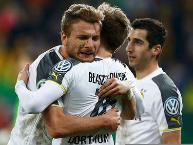 Ciro Immobile feiert den Treffer zum 2:0 mit Vorlagengeber Jakub Blaszczykowski.