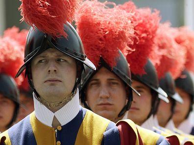 Die Päpstliche Schweizergarde ist das einzige verbliebene päpstliche Armeekorps mit Waffen.