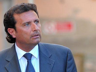"""Francesco Schettino behandelt die Havarie des Kreuzfahrtschiffs """"Costa Concordia"""" in einem Buch."""