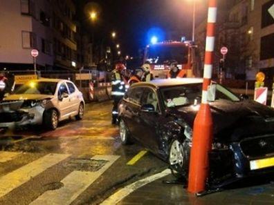Das Unfallopfer wurde mit den Beinen zwischen dem Ampelmast und dem Wagen eingeklemmt.