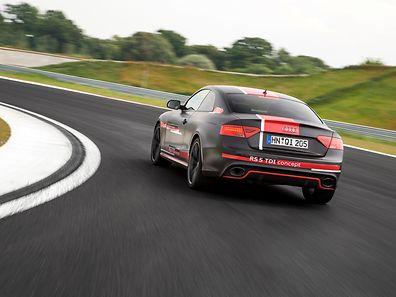 Spektakulär kraftvoll vermag der RS 5 TDI concept in nur vier Sekunden auf 100 km/h zu beschleunigen. Zudem steht er mit dem A6 TDI concept am Anfang einer Elektrifizierungs- und Hybridisierungswelle.