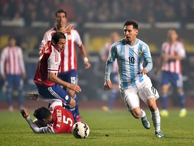 Argentina's forward Lionel Messi (R) is marked by Paraguay's defenders Bruno Valdez, Pablo Cesar Aguilar and midfielder Victor Caceres during their Copa America semifinal football match in Concepcion, Chile on June 30, 2015.   AFP PHOTO / YURI CORTEZ