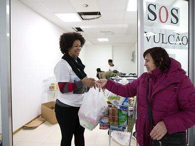 Quem passa pelo supermercado Primavera, em Gasperich, deixa um contributo para ajudar os desalojados da ilha do Fogo.
