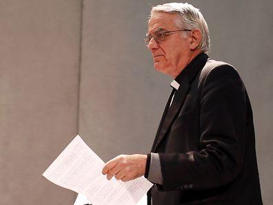 Die Debatte dürfe nicht auf den kirchlichen Umgang mit wiederverheirateten Geschiedenen reduziert werden, erklärte Papst Franzisus laut Vatikansprecher Federico Lombardi.