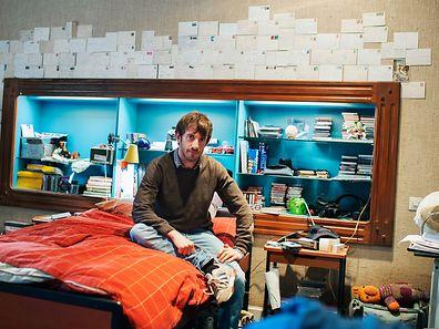 Cédric dans sa chambre.