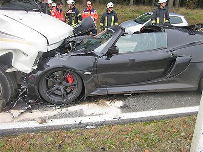 Totalschaden bei dem Lotus.