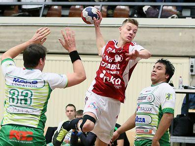 Yann Hoffmann (mitte) verhalf den Red Boys mit sieben Treffern zum Sieg.