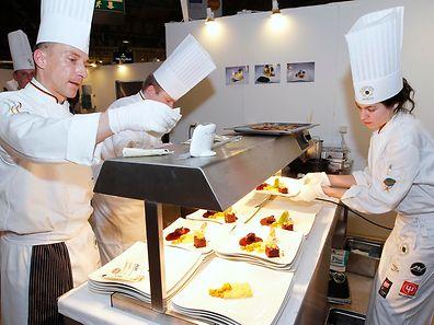 Coup de feu en cuisine alors que les convives du restaurant gastronomique ont hâte de découvrir leurs assiettes