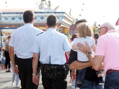 """Grâce au dispositif """"enfants perdus"""", les policiers retrouvent très vite les parents d'un enfant qui s'est perdu."""
