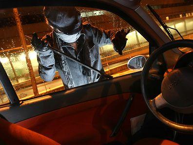 Dutzende Einbrüche und Diebstähle in Wohnungen und Autos fanden am Wochenende statt.