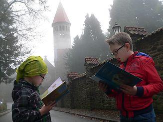Bis Mai sollen die Kinder so viele Bücher gelesen haben, dass die gestapelte Lektüre so hoch wie der Clerfer Abteiturm ist.