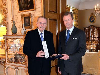 Jacques Rogge wurde mit dem Großkreuz des Zivil- und Militärverdienstordens Adolphs von Nassau ausgezeichnet.