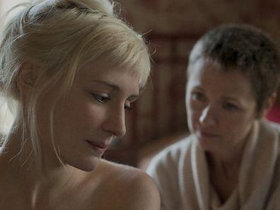 Un remarquable face-à-face entre Melody (Lucie Debay) et Emily (Rachel Blake).