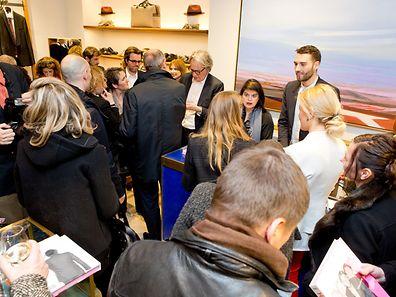 La foule était dense rue du Fossé autour du célèbre styliste hier, pour lui faire dédicacer son livre.