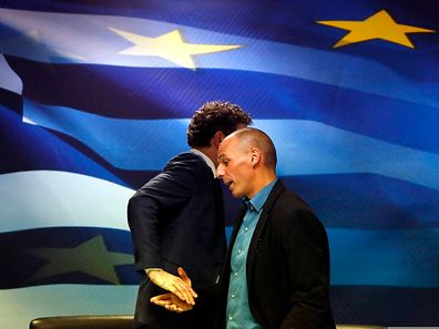 Eurogruppenchef Jeroen Dijsselbloem (l), bei seinem spannungsgeladenen Treffen mit dem neuen griechischen Finanzminister Yanis Varoufakis.