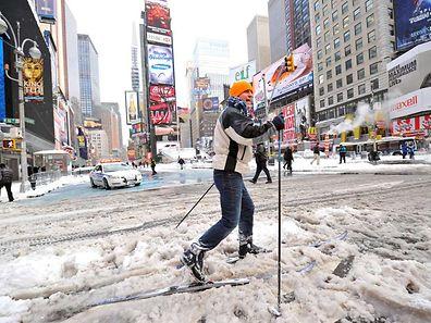 Im Dezember 2010 hatte ein Blizzard New York einen halben Meter Schnee beschert - diesmal sollen es bis zu 90 Zentimeter werden.