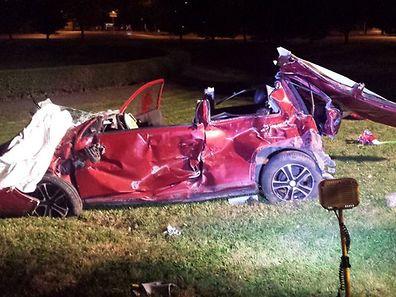 Der Fahrer dieses Wagens wurde schwer verletzt.