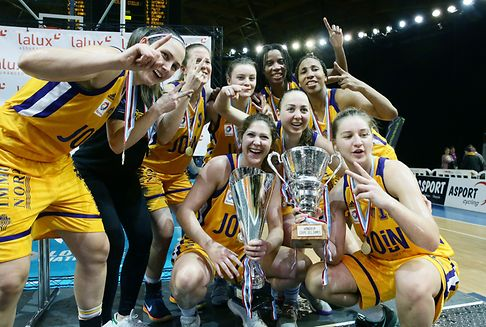 Amicale-Frauen holen den Pokal