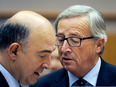 Jean-Claude Juncker et le commissaire aux Affaires économiques, Pierre Moscovici, lors d'une session du Parlement européen le 12 novembre