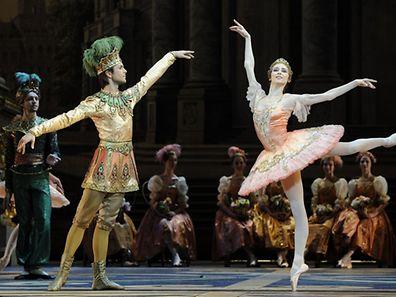 Svetlana Zakharova (r.) and the Bolshoi ballet dancers at a performance in 2011