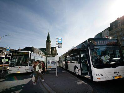 Studenten müssen seit diesem Semester 75 Euro pro Jahr zahlen, um mit Bus und Bahn fahren zu können. Das sei nicht zu teuer, meinen die Minister Bausch und Meisch.