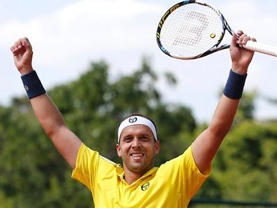 Gilles Muller of Luxembourg celebrates after beating Paolo Lorenzi of Italy during their men's singles match at the French Open tennis tournament at the Roland Garros stadium in Paris, France, May 27, 2015.       REUTERS/Jean-Paul Pelissier