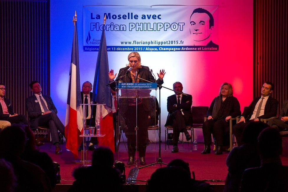 Marine Le Pen lors de son meeting à Hayange le 25 novembre