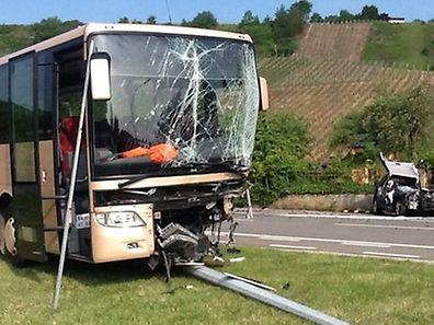 Bei einem Unfall mit einem Schulbus in Ehnen wurde eine Person schwer verletzt.