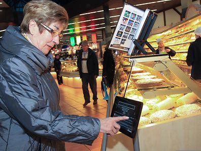 An der Brot- und Fleischverkaufstheke im Cactus-Supermarkt in Howald sind die Informationen über Allergie- und Unverträglichkeitsauslöser via Tablet erhältlich.