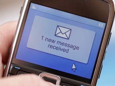 SMS, Handy (Foto: Shutterstock)