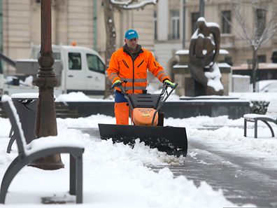 The commune is responsible for clearing snow from roads and some paths, but residents are responsible for clearing snow from the pavement in front of homes